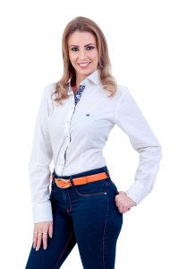 camisa-feminina-manga-longa-branca-com-bolinhas-pretas-frente