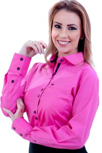 Camisa feminina manga longa rosa com bolinhas pretas