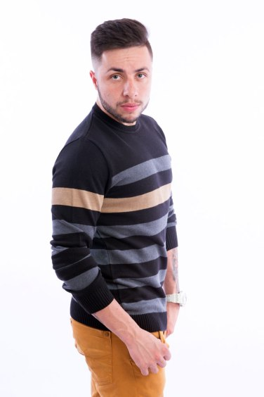 blusa-masculina-listras-horizontais-preto-lateral