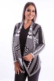 cardigan-feminino-com-pontas-etnico-preto-e-branco-frente